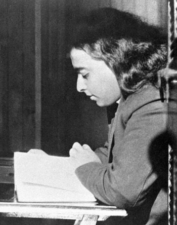 Paramhansa Yogananda Reading