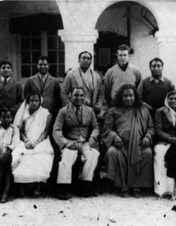 Yogananda with Group