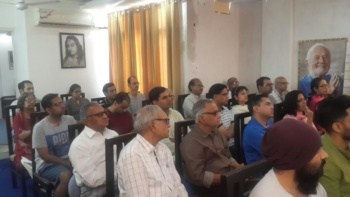 People attending class in West-Delhi Center