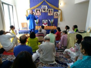 Devarshi Giving Satsang in Ahmedabad