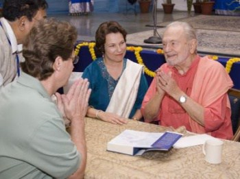 Swami Kriyananda and Devotees at Bhagavad Gita Book Signing