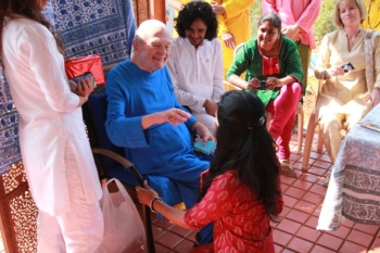 Swami Kriyananda with Shamini